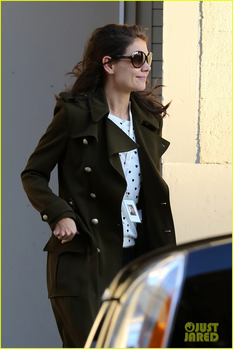 katie holmes early morning drop off with suri 033009749
