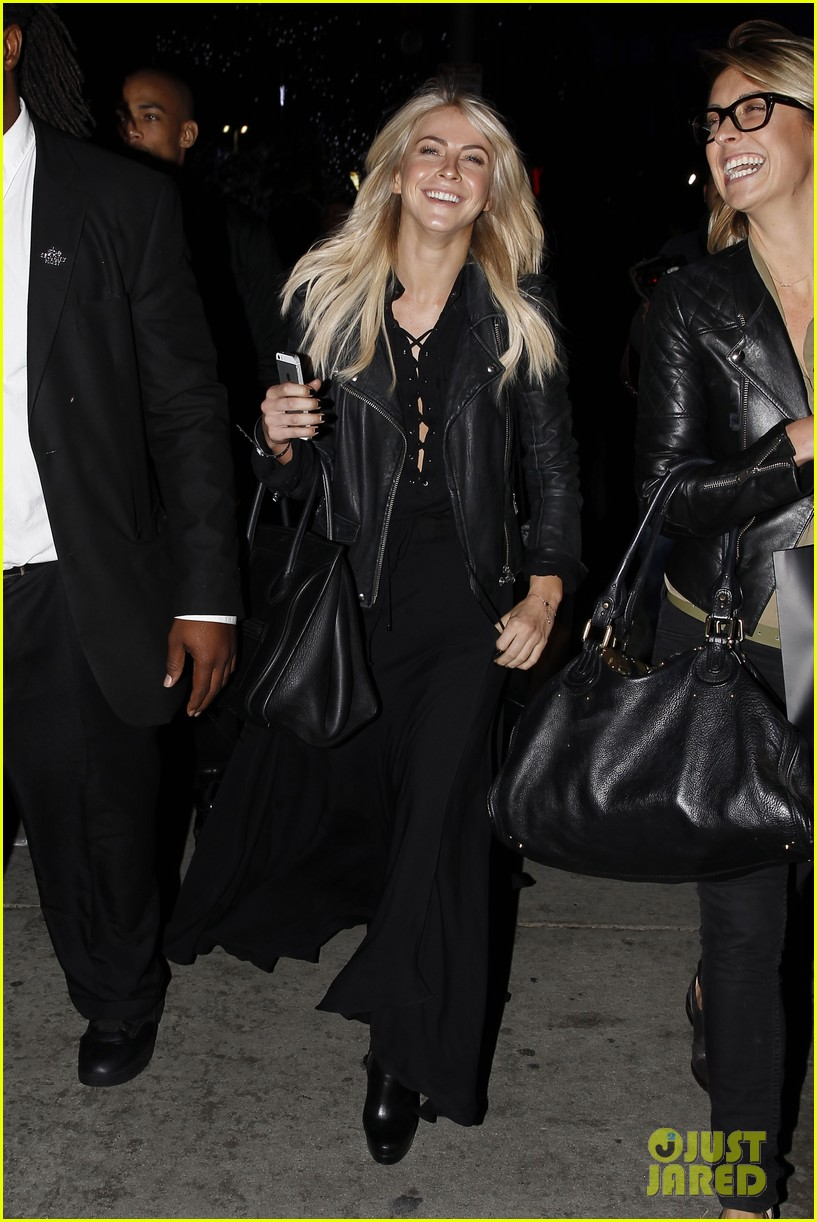 julianne hough beyonces mrs carter world tour viewing party 17