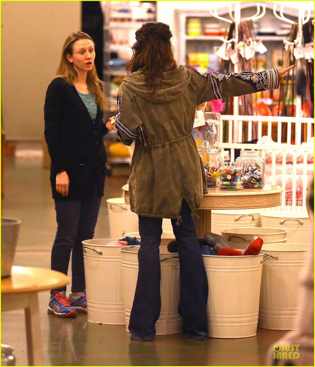vanessa hudgens last minute holiday shopping at pet store 14