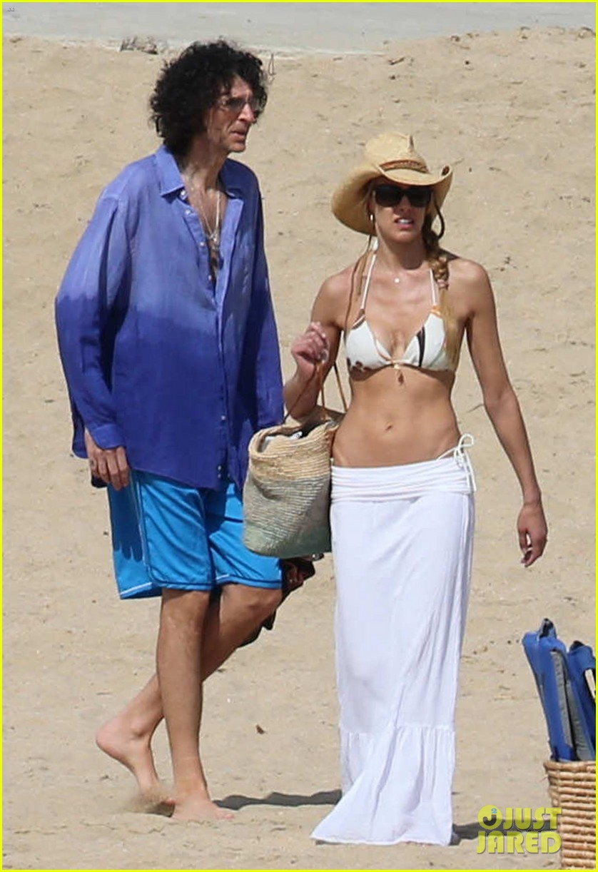 jennifer aniston bikini vacay courteney cox friends 02
