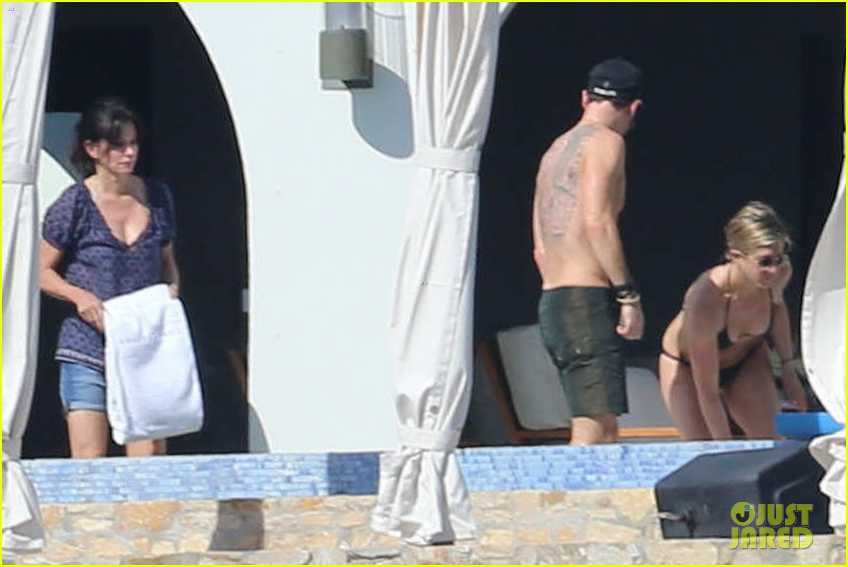 jennifer aniston bikini vacay courteney cox friends 113019570