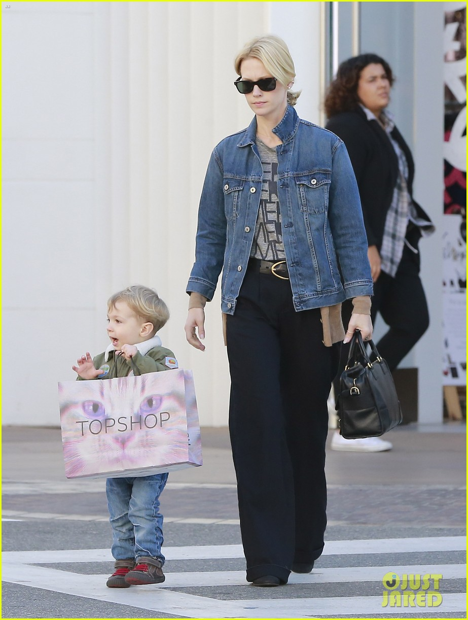 january jones takes xander to meet santa claus 18