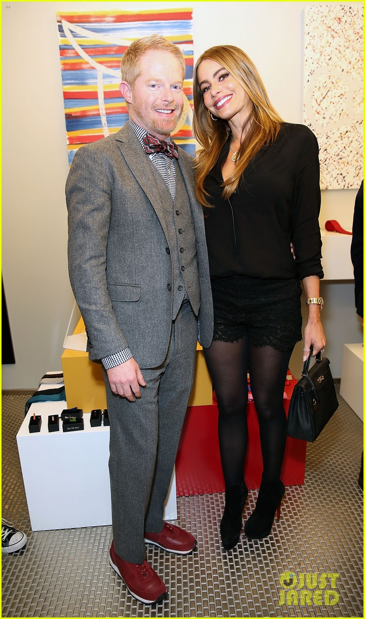 jesse tyler ferguson sofia vergara tie the knot pop up shop opening 013006598