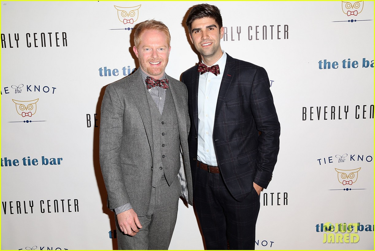 jesse tyler ferguson sofia vergara tie the knot pop up shop opening 10