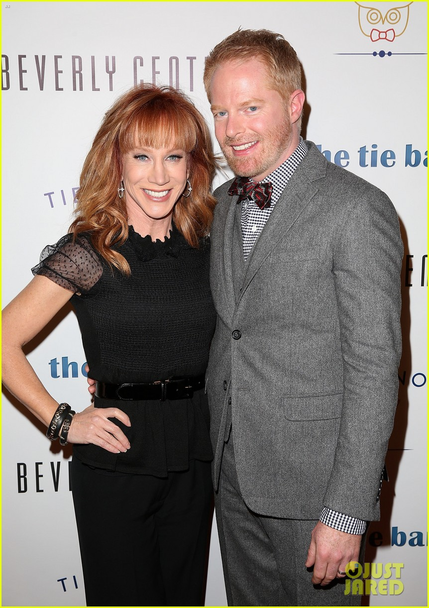jesse tyler ferguson sofia vergara tie the knot pop up shop opening 343006631