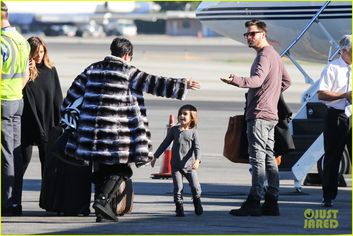 kim kardashian family members catch a private flight 063018422