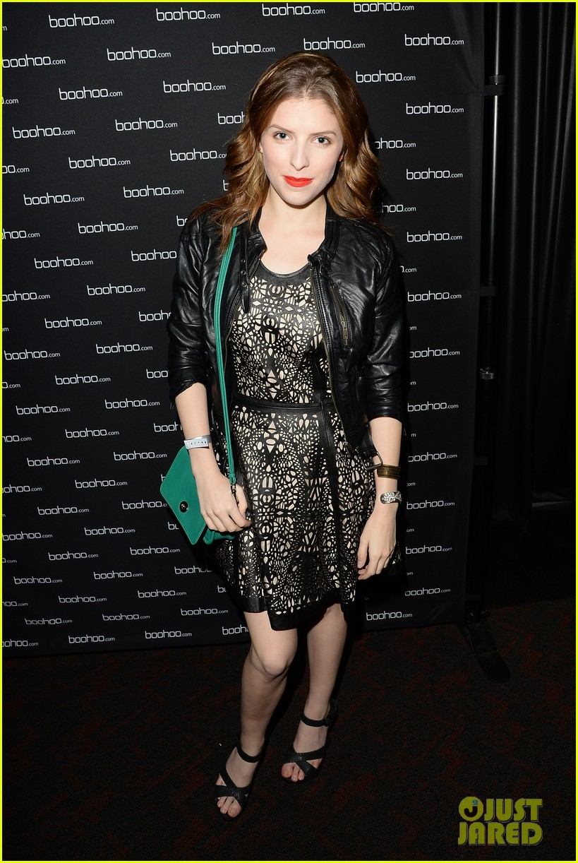 anna kendrick kellan lutz beyonces mrs carter viewing party 18