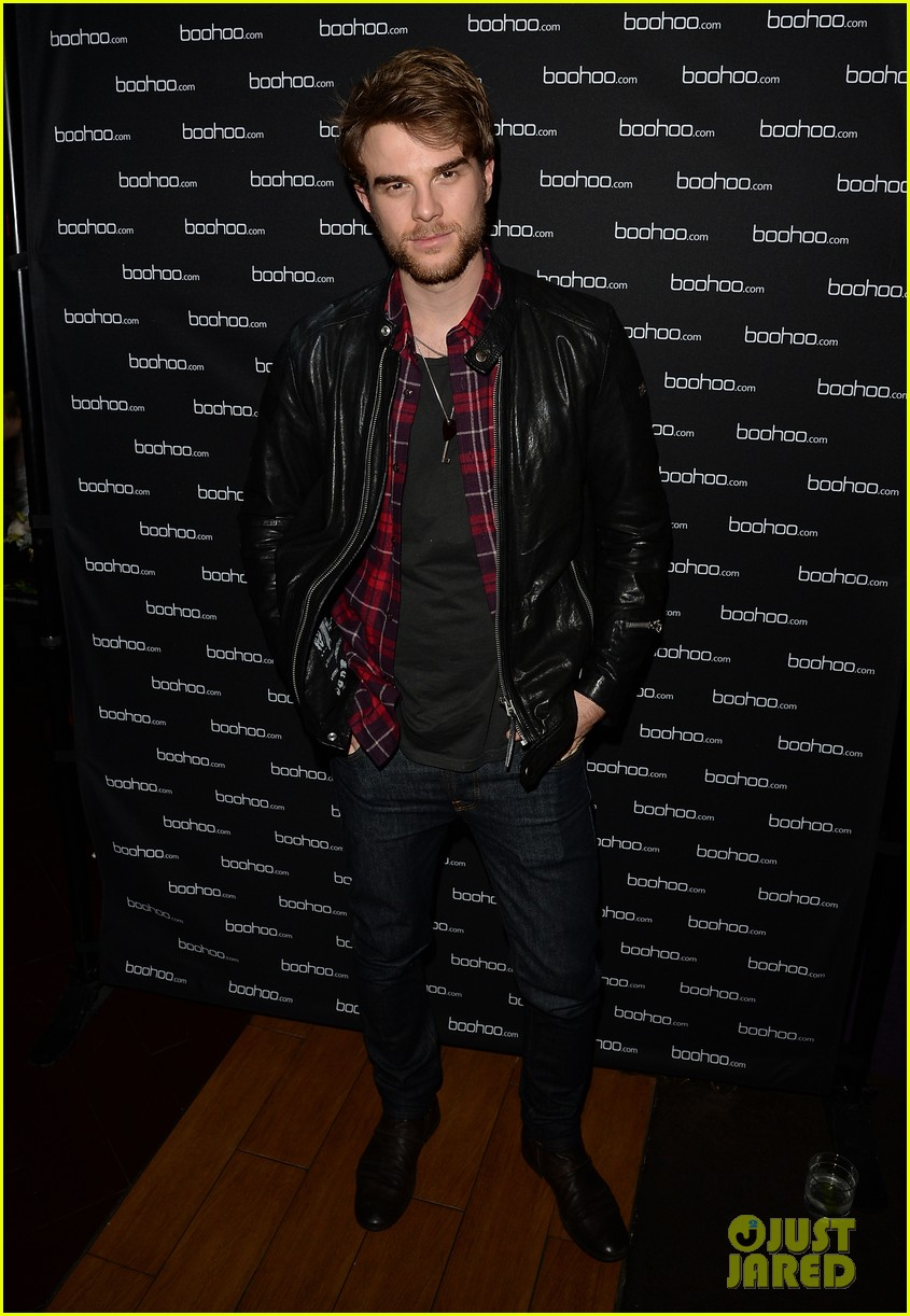 anna kendrick kellan lutz beyonces mrs carter viewing party 25