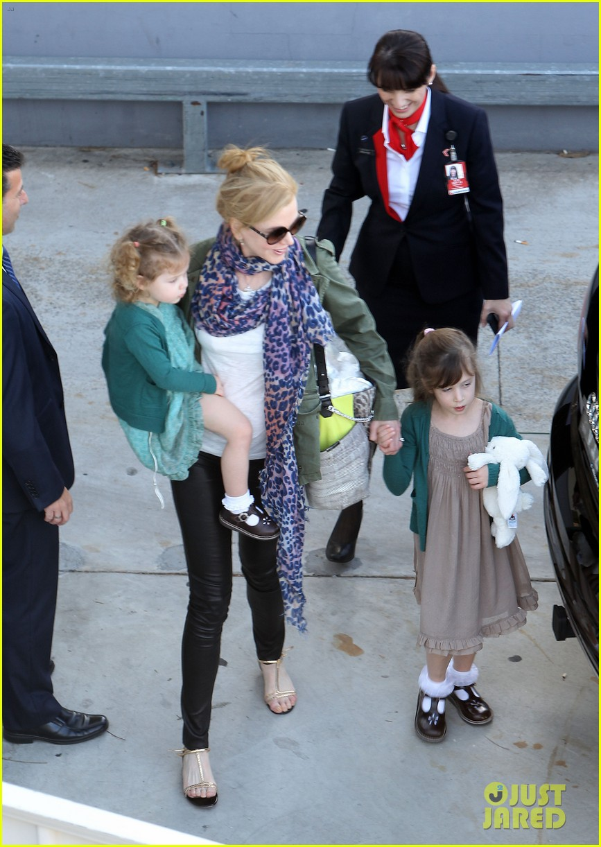 nicole kidman australia arrival with faith sunday 01