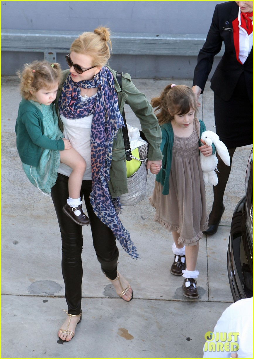 nicole kidman australia arrival with faith sunday 10