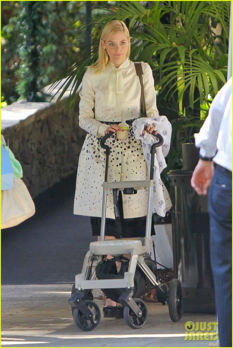jaime king brunch date with kyle newman baby james 05