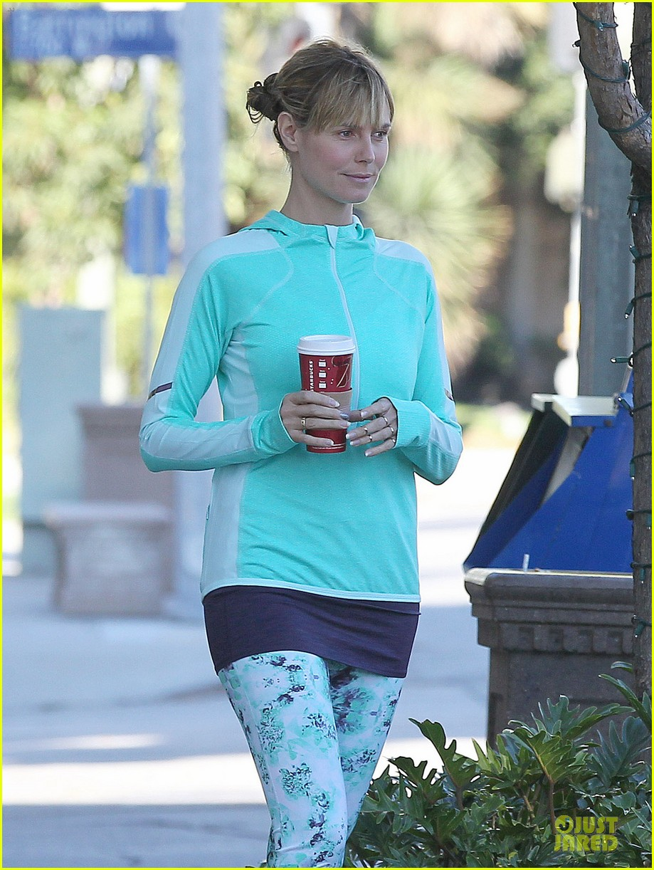 heidi klum post christmas coffee run 07