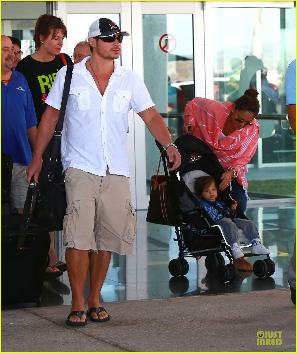 nick lachey cabo san lucas arrival with vanessa minnillo 113020094