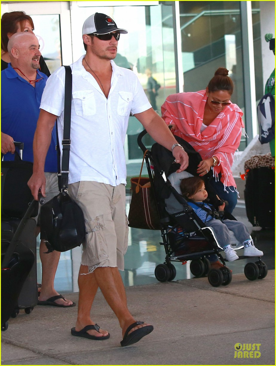 nick lachey cabo san lucas arrival with vanessa minnillo 143020097