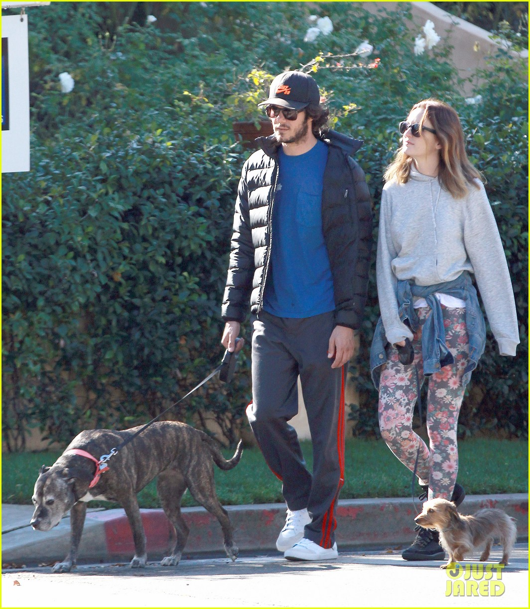 leighton meester adam brody morning dog walk 083016312