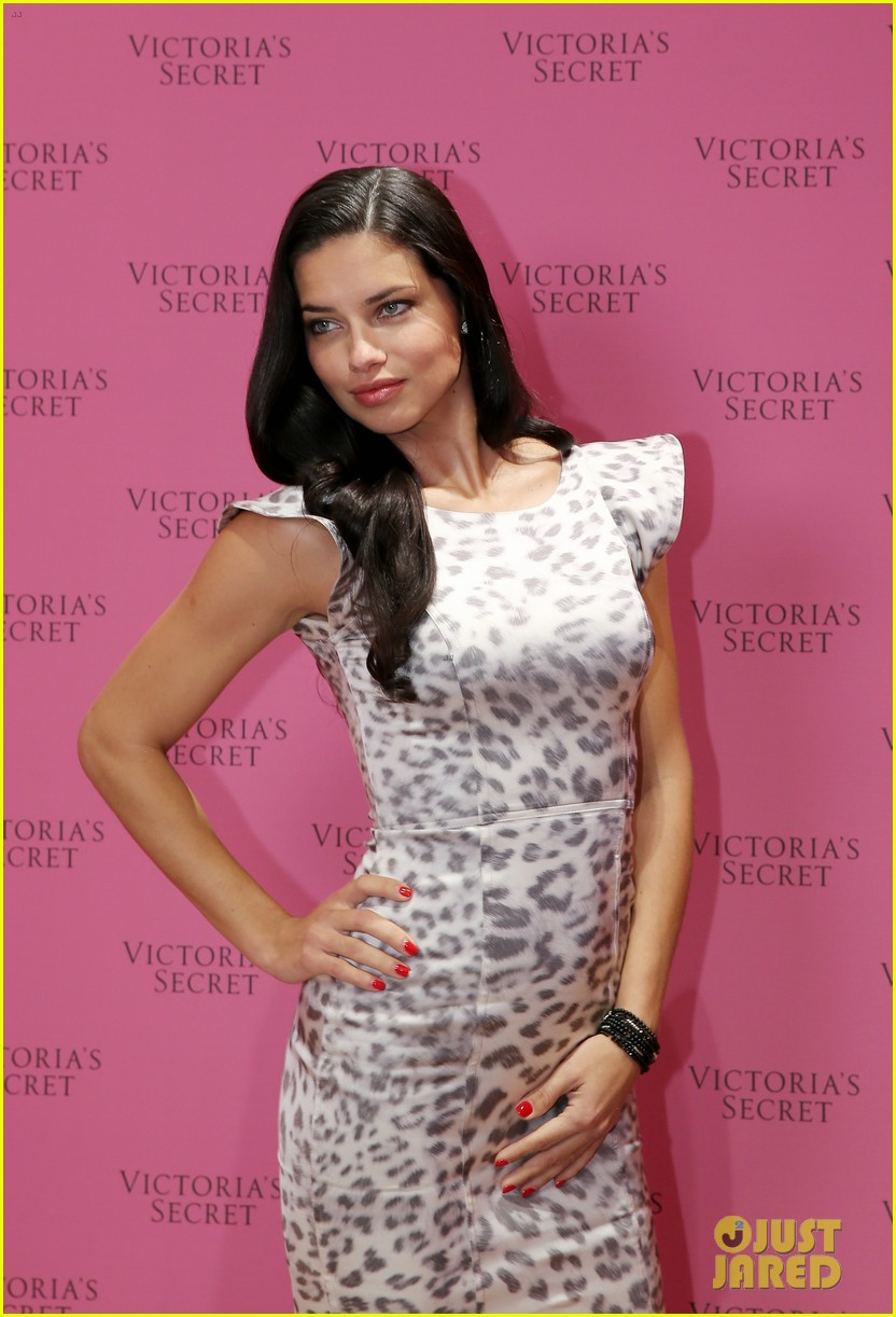 adriana lima launches victorias secret fantasy bra in dubai 12