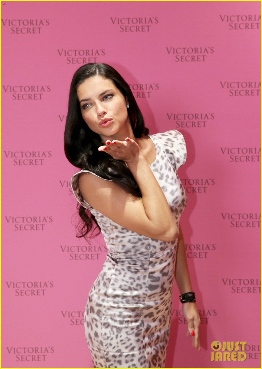 adriana lima launches victorias secret fantasy bra in dubai 18