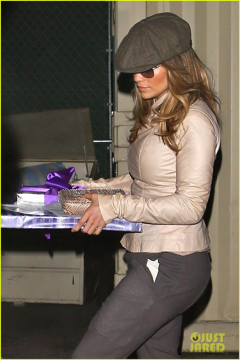 jennifer lopez gives kristin chenoweth her jlo barbie dolls 06