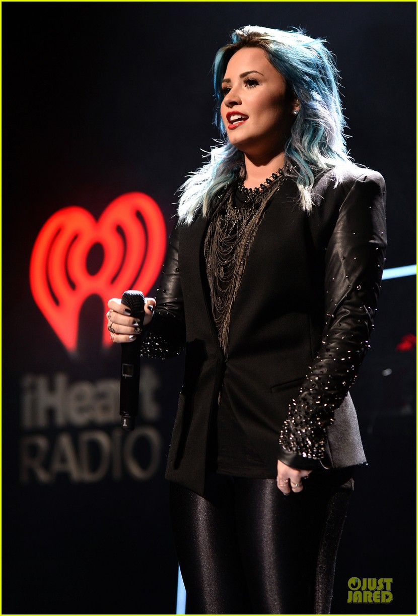 demi lovato performs at y100 jingle ball 2013 09