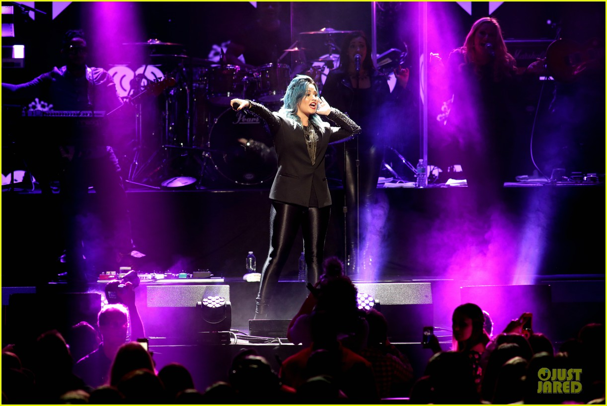 demi lovato performs at y100 jingle ball 2013 20