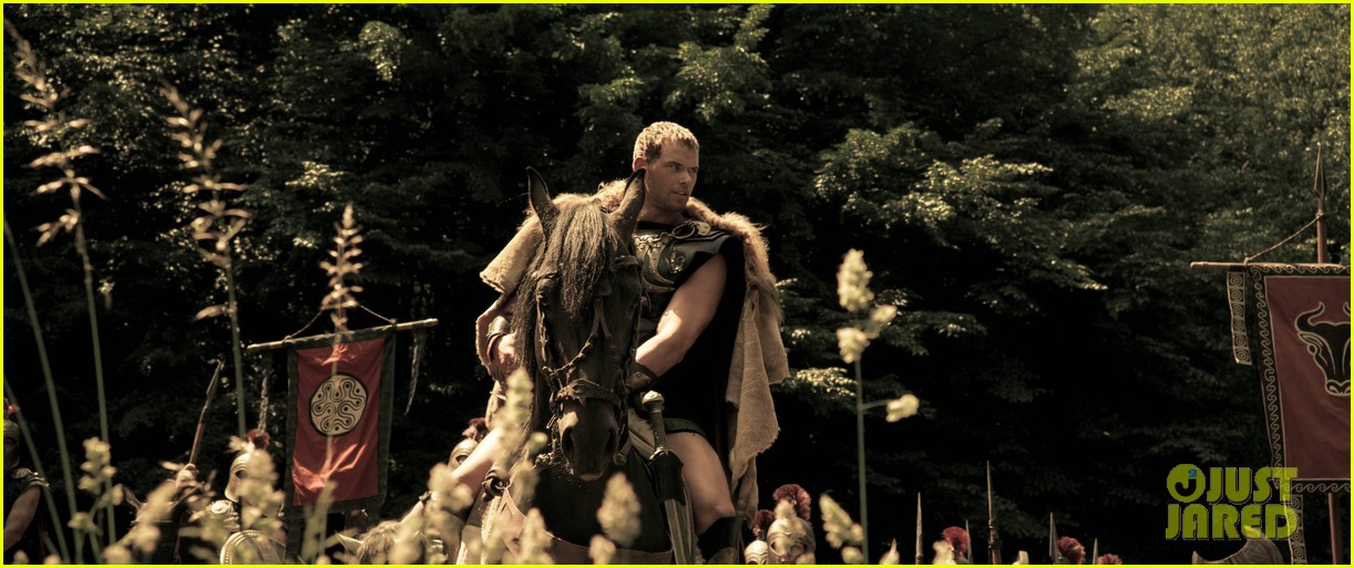 kellan lutz is shirtless sexy for new legends of hercules trailer 093011473