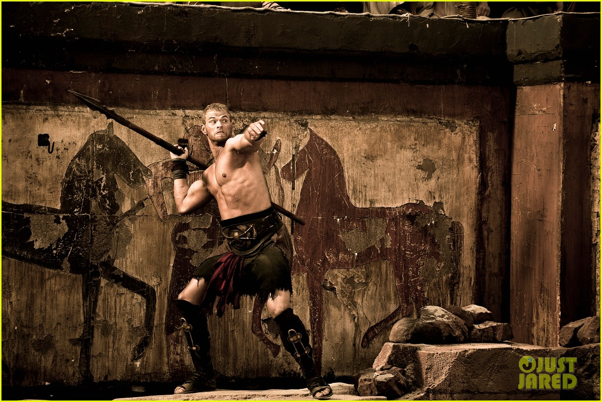 kellan lutz is shirtless sexy for new legends of hercules trailer 183011482