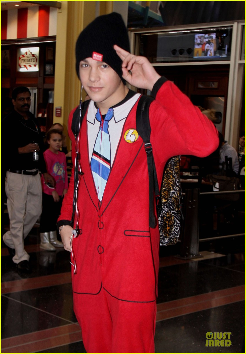 Austin Mahone Sports u0027Anchormanu0027 Ron Burgundy Fake Suit! Photo 3012501 | Austin Mahone Music Video Pictures | Just Jared  sc 1 st  Just Jared & Austin Mahone Sports u0027Anchormanu0027 Ron Burgundy Fake Suit!: Photo ...