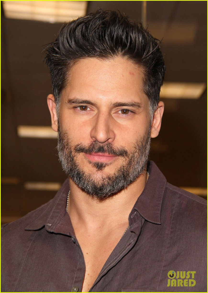 joe manganiello evolution barnes noble book signing 06