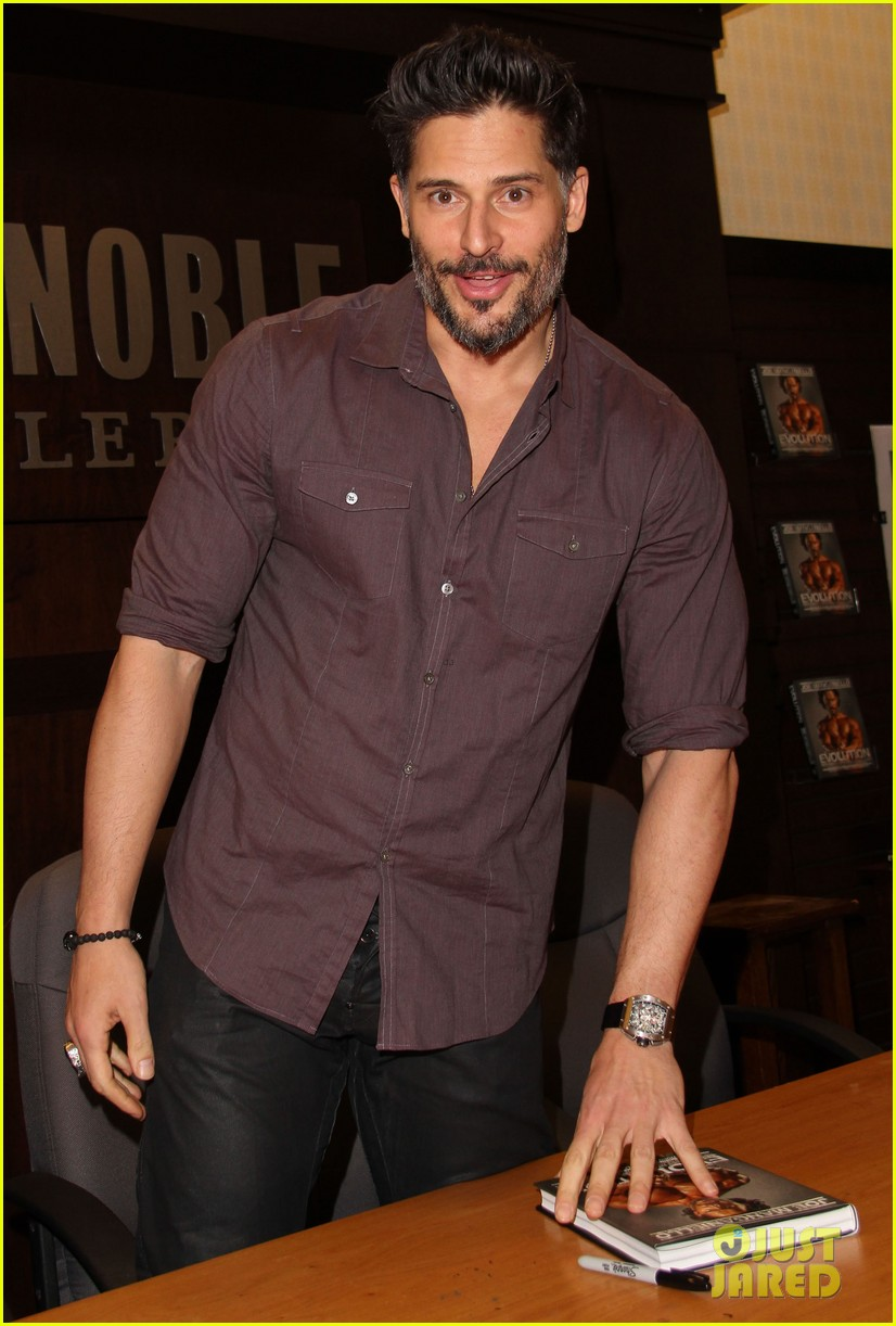 joe manganiello evolution barnes noble book signing 13