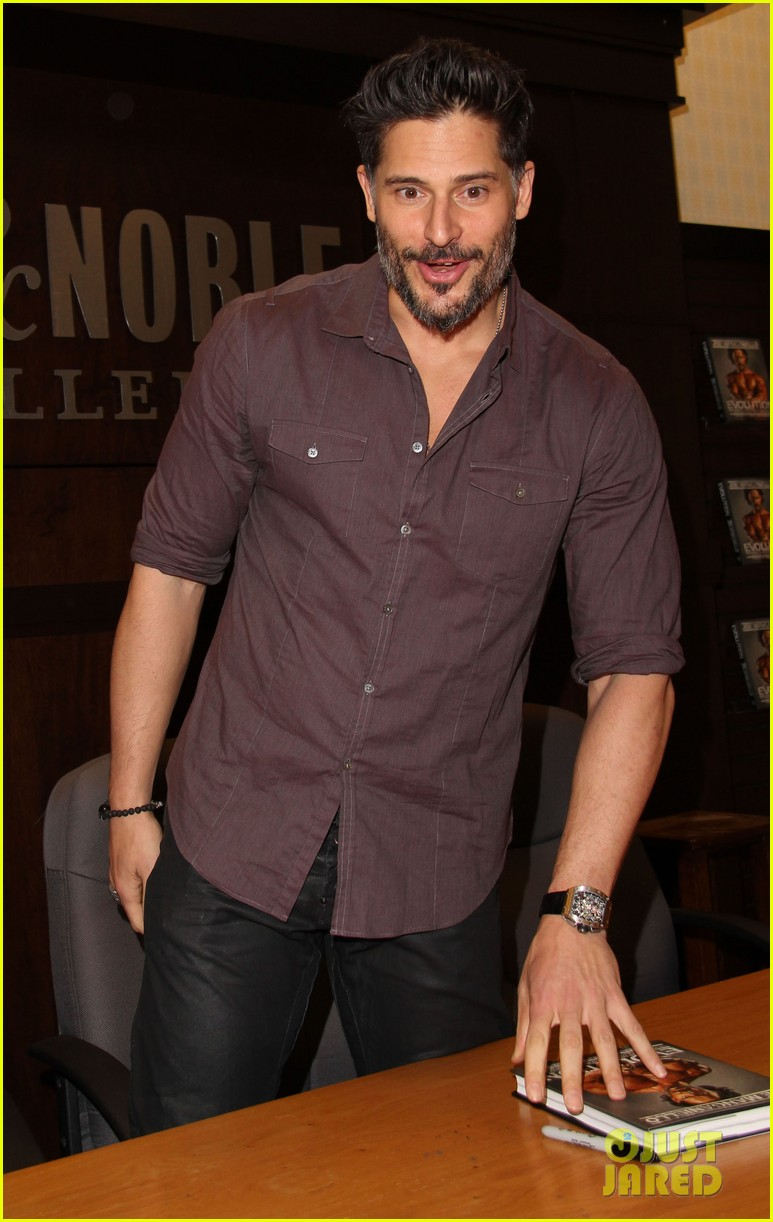 joe manganiello evolution barnes noble book signing 143014085