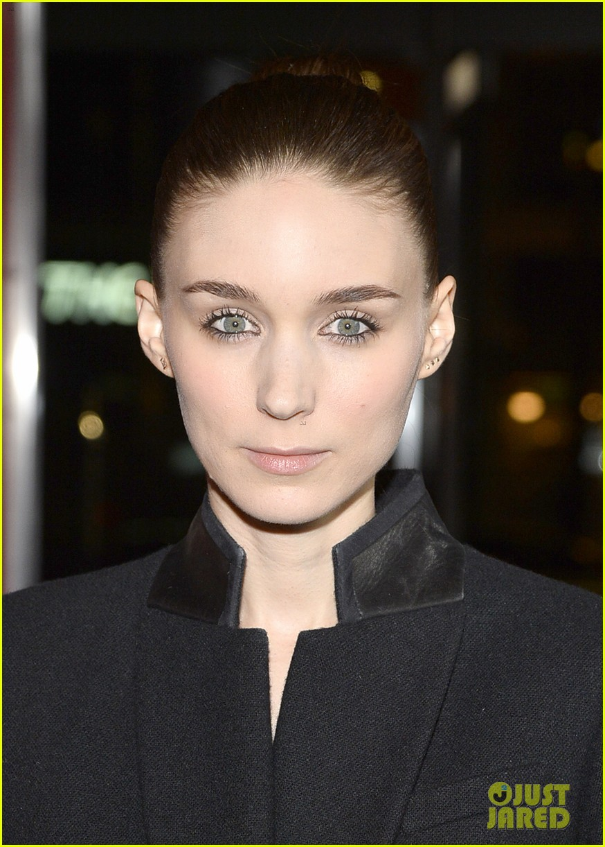 rooney mara her premiere with sister kate mara 103011103