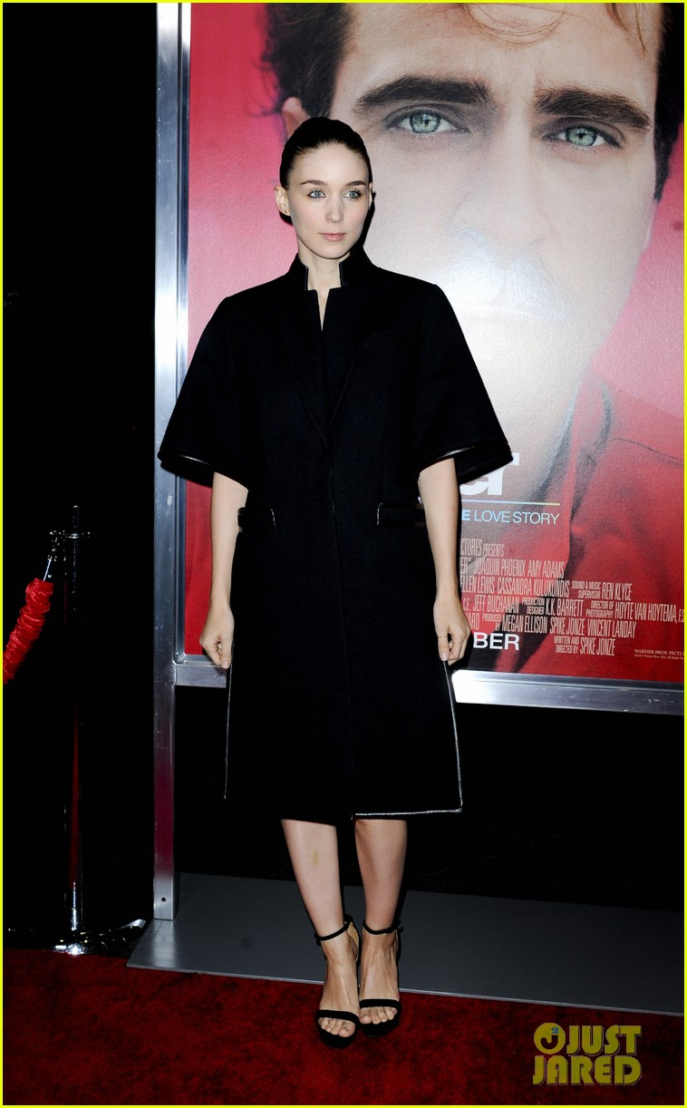 rooney mara her premiere with sister kate mara 213011114