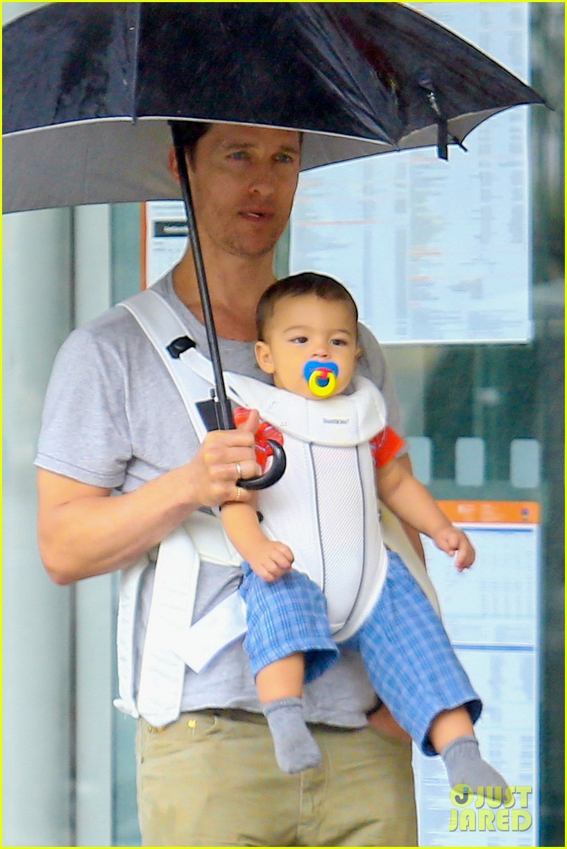 matthew mcconaughey rainy post christmas stroll with livingston 023017820