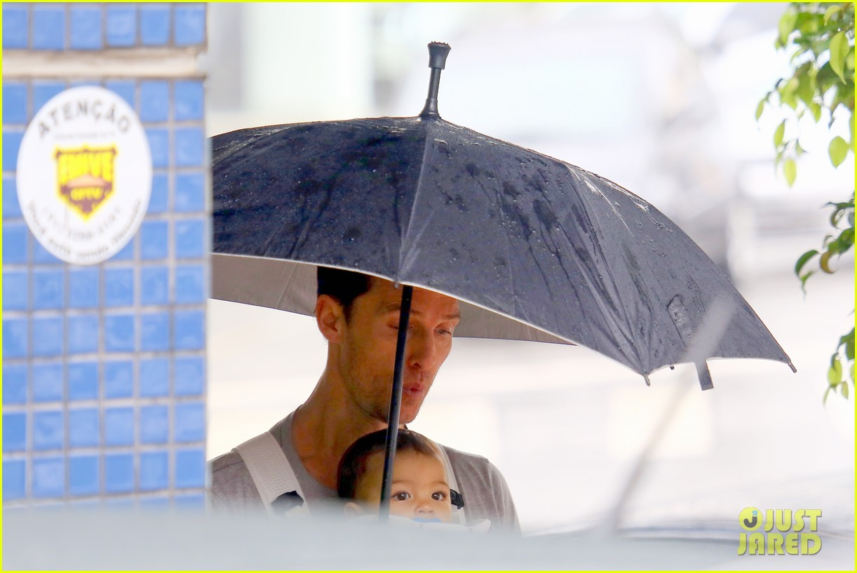 matthew mcconaughey rainy post christmas stroll with livingston 043017822