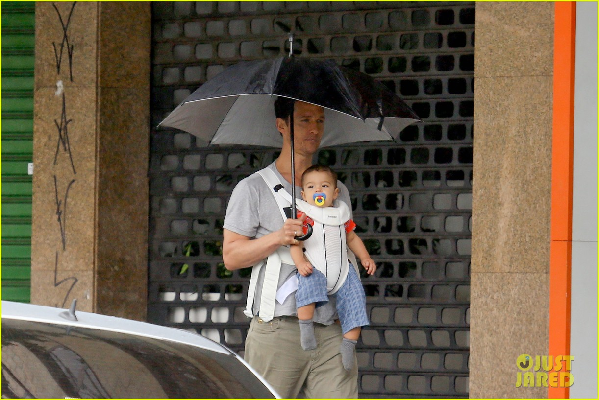 matthew mcconaughey rainy post christmas stroll with livingston 103017828