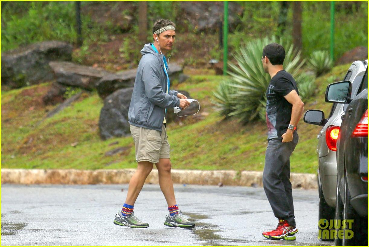 matthew mcconaughey braves the rain for a run in brazil 04