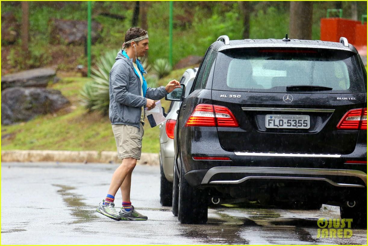 matthew mcconaughey braves the rain for a run in brazil 24