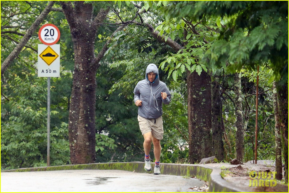matthew mcconaughey braves the rain for a run in brazil 27