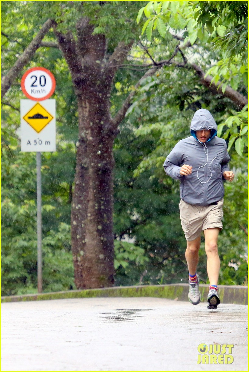 matthew mcconaughey braves the rain for a run in brazil 30