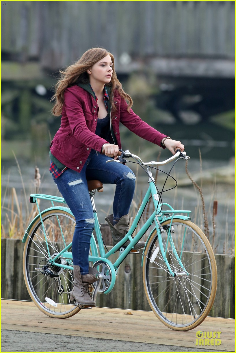 chloe moretz after thanksgiving bike rider for if i stay 033002756