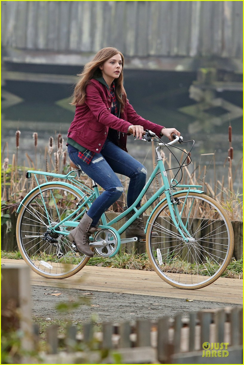 chloe moretz after thanksgiving bike rider for if i stay 12