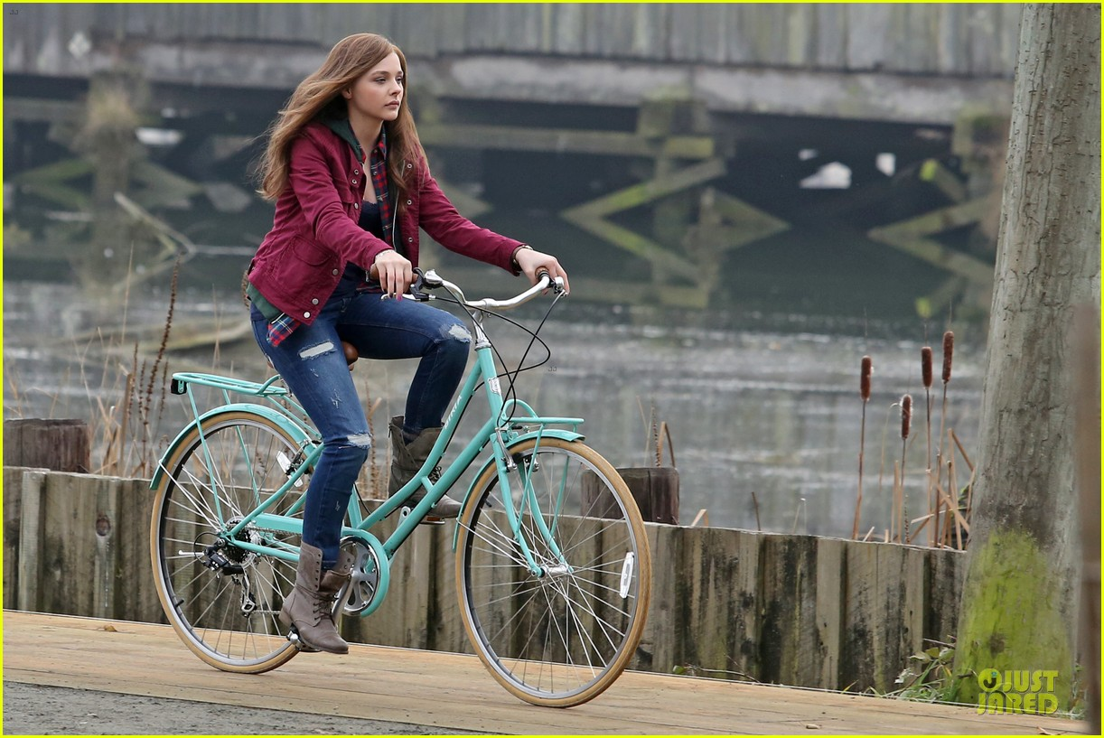 chloe moretz after thanksgiving bike rider for if i stay 183002771