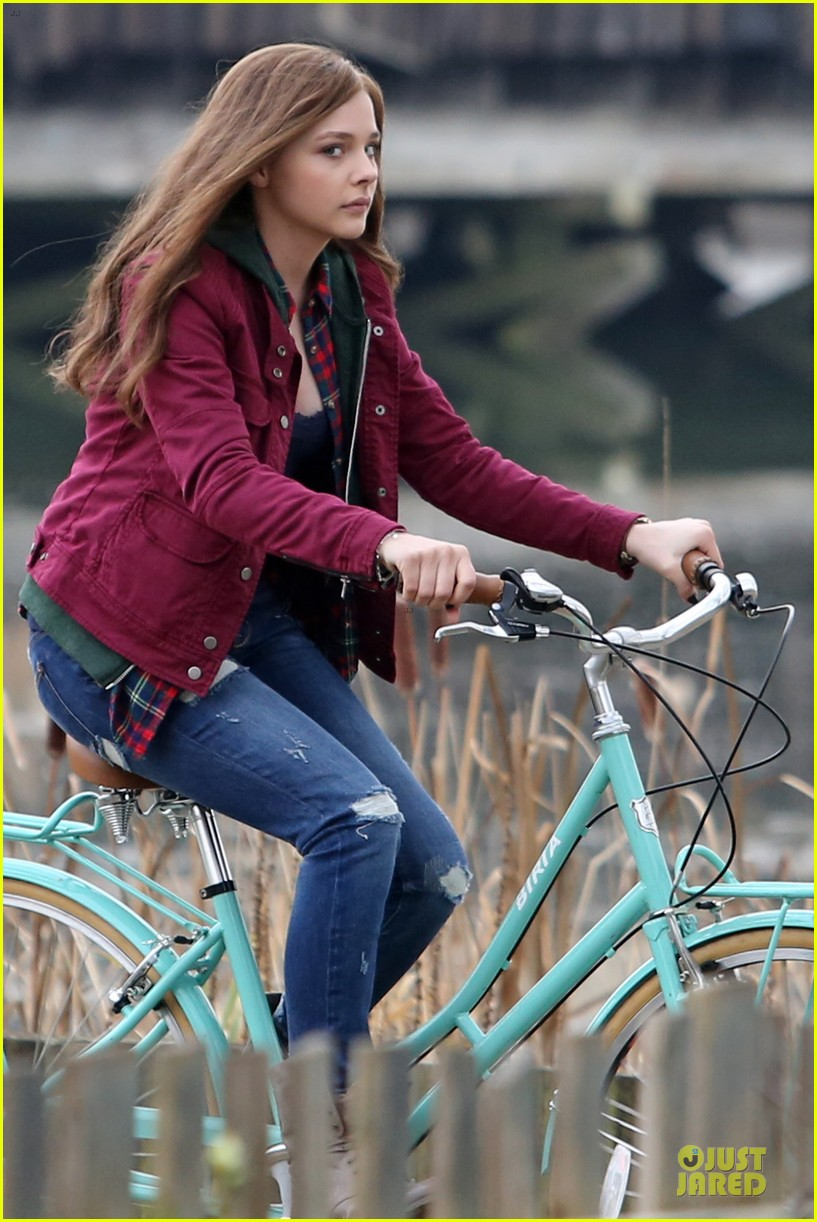 chloe moretz after thanksgiving bike rider for if i stay 26