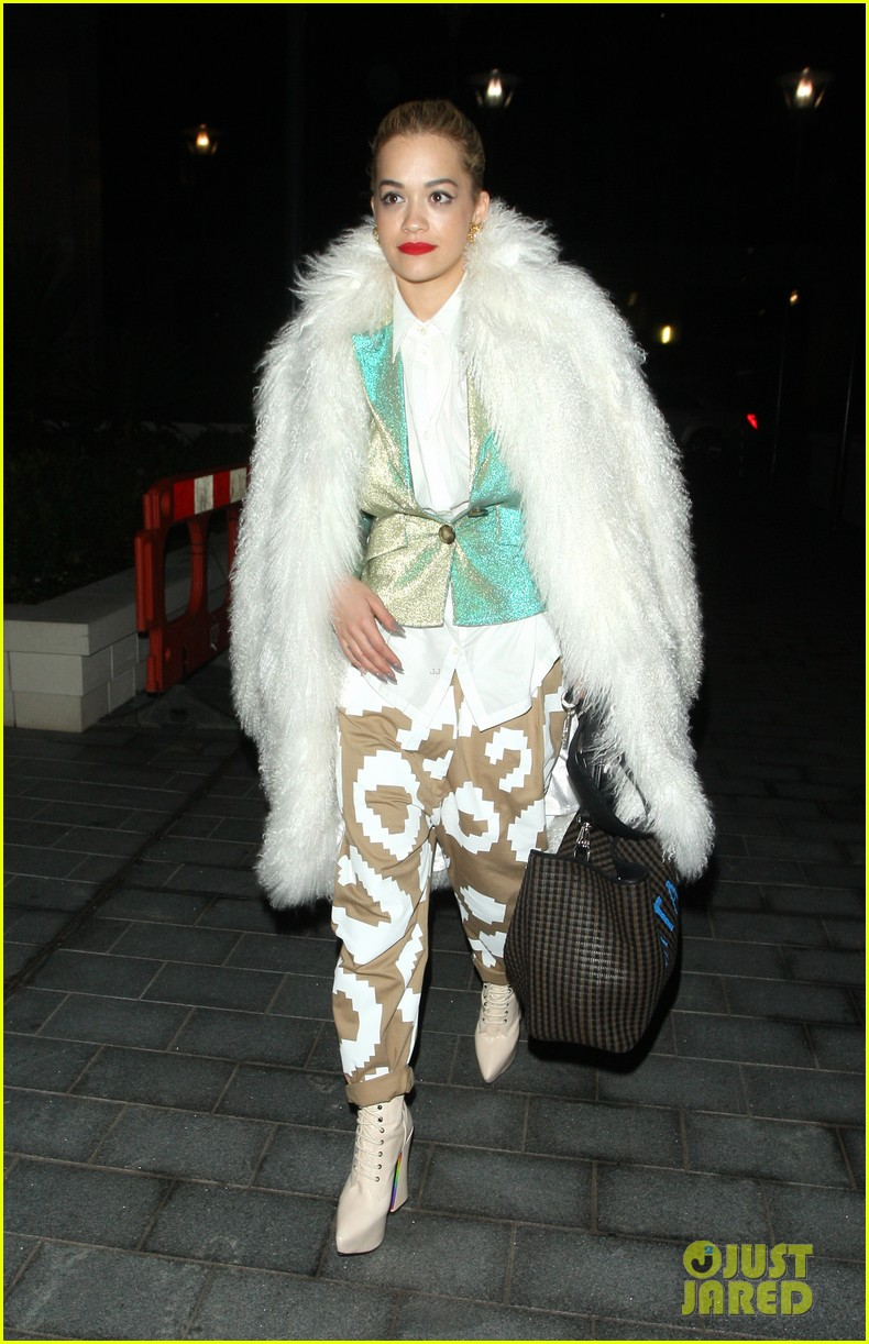 rita ora enjoys dinner out while home in london 11