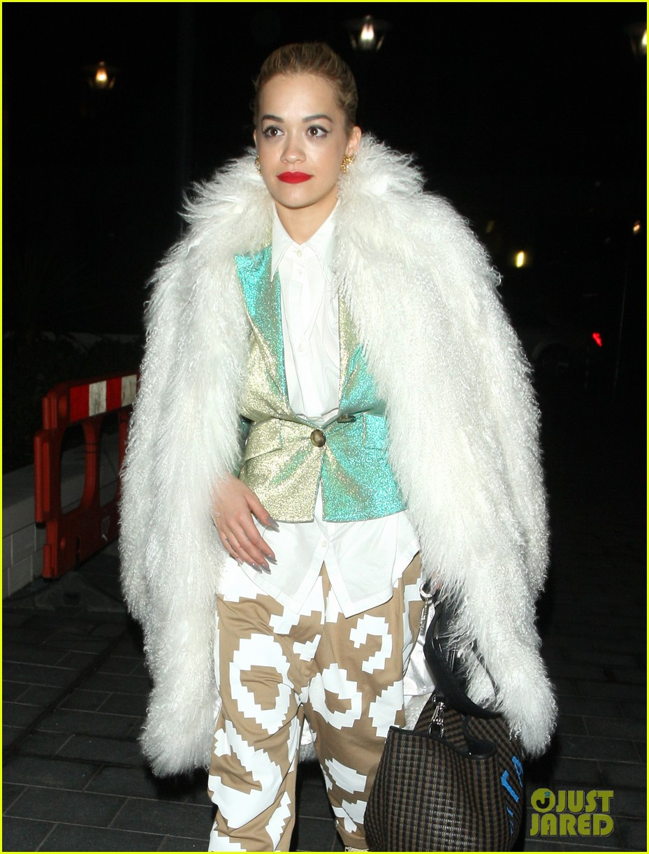 rita ora enjoys dinner out while home in london 12