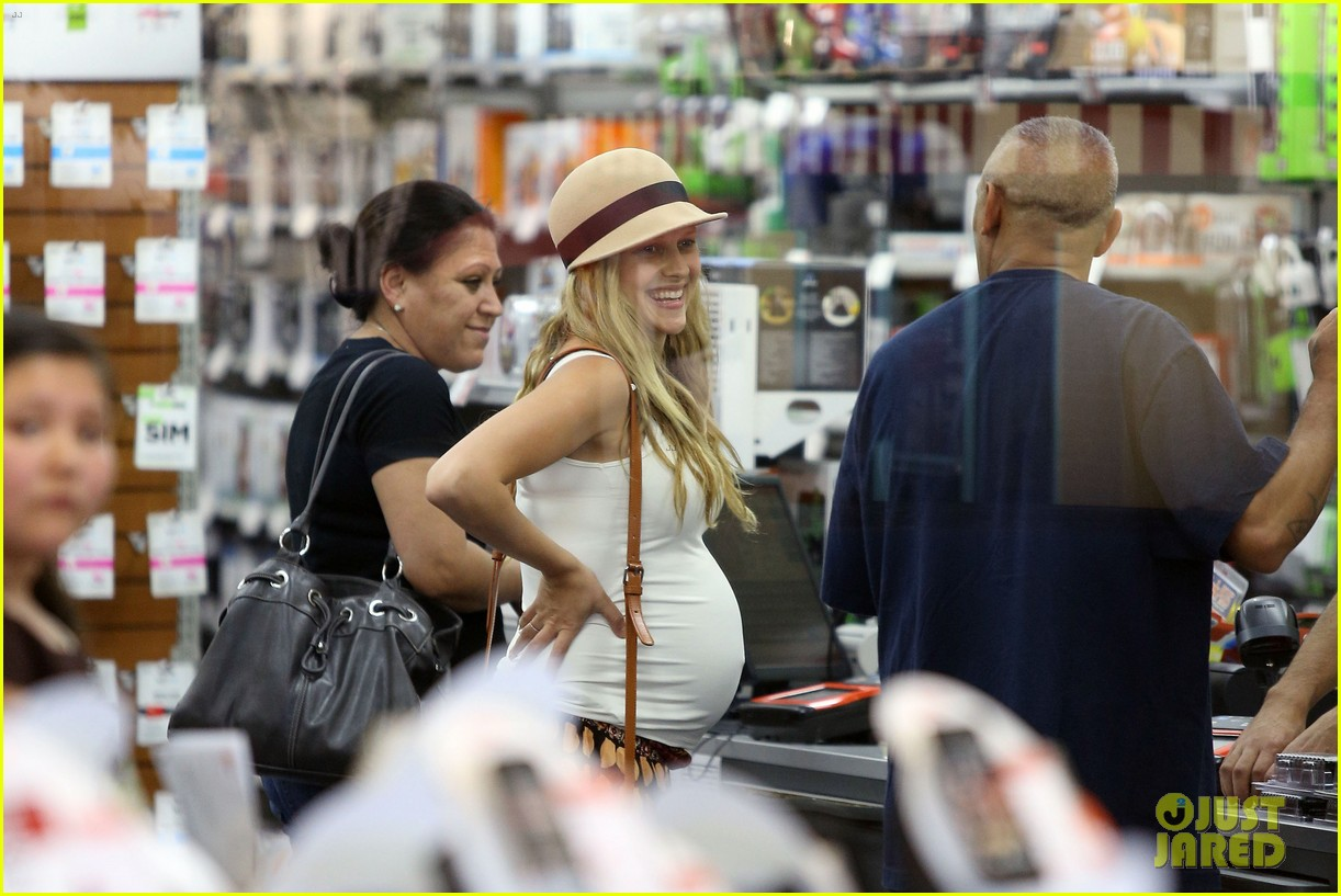 teresa palmer newly married very pregnant on xmas eve 24