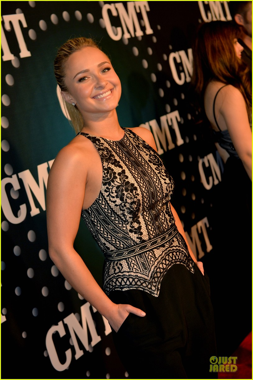 hayden panettiere cassadee pope cmt artists of the year 2013 073004663