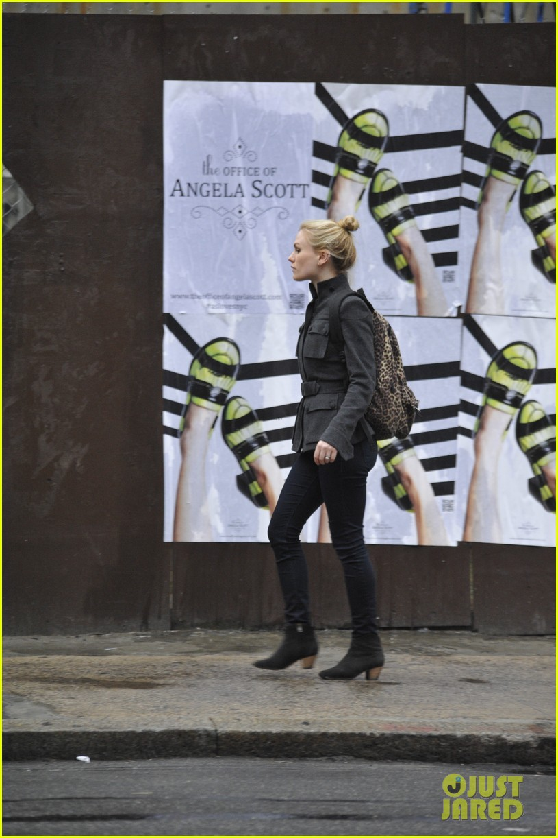anna paquin steps out before stephen moyers live sound of music 06