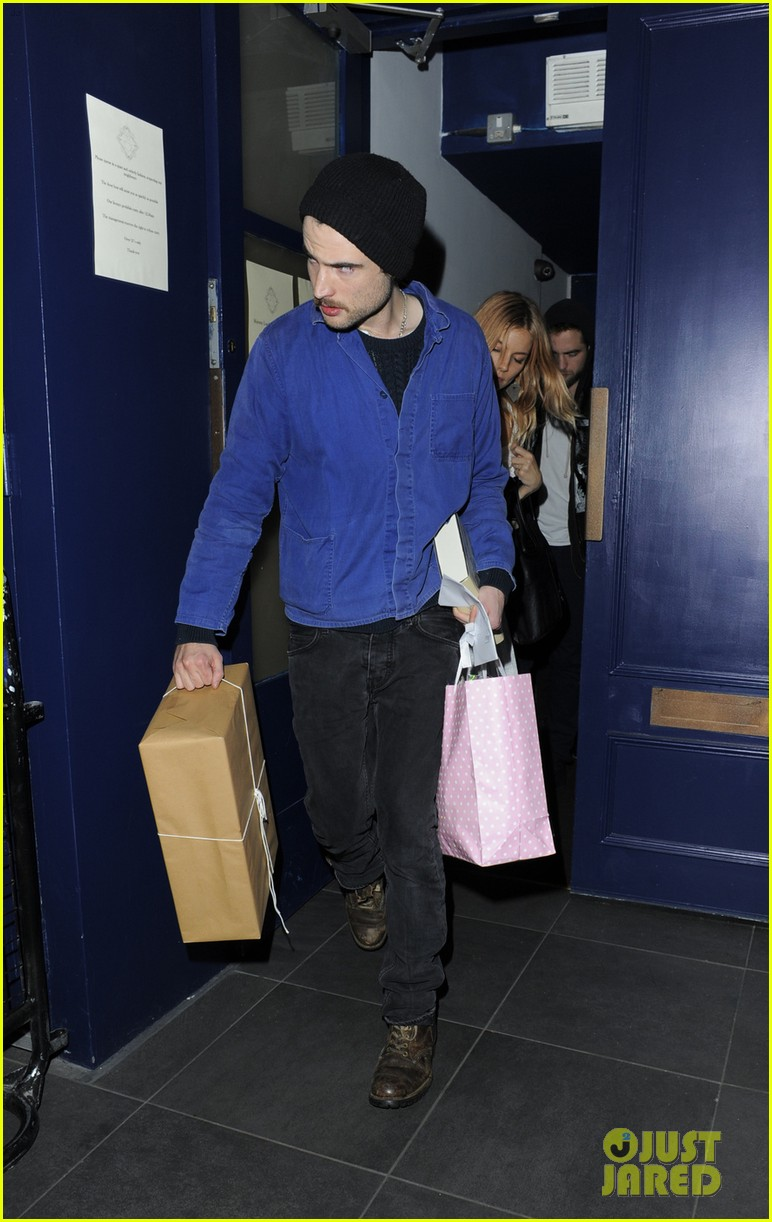 robert pattinson tom sturridge sienna miller early birthday party 02