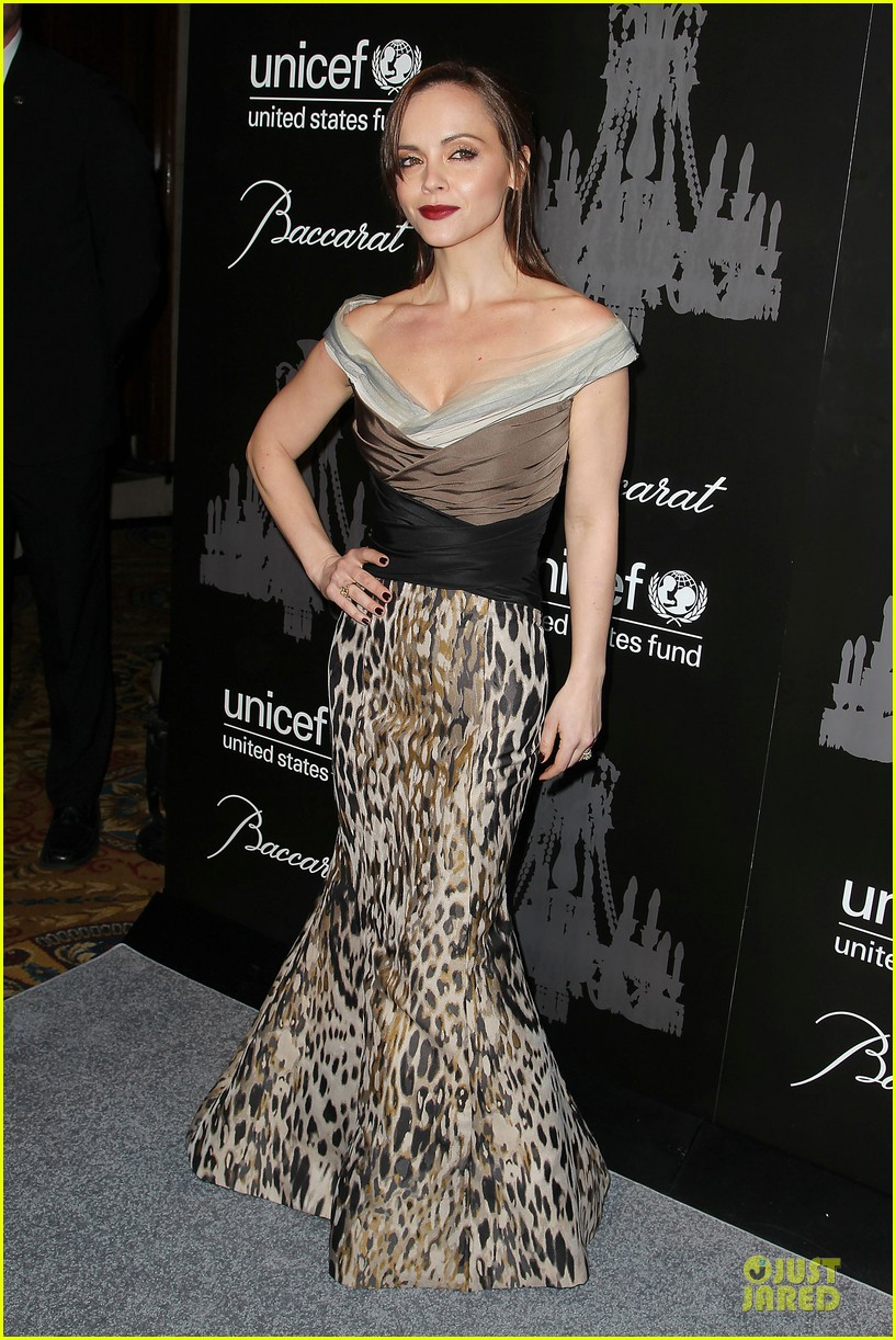katy perry christina ricci unicef snowflake ball 2013 103004500